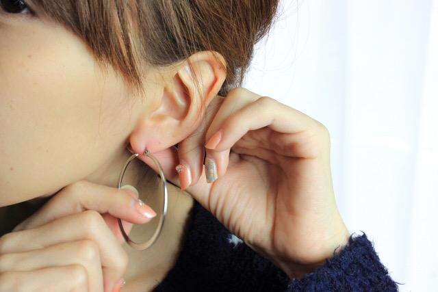 耳たぶ回しのやり方
